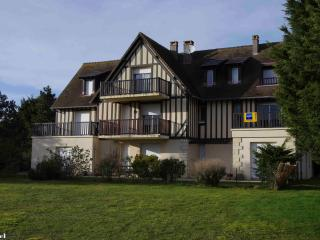 Beautiful 2 rooms near, golf & beach 50 m Standing, Cabourg