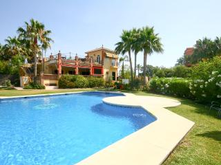 1853 - 3 bed townhouse, Garden Beach, Estepona