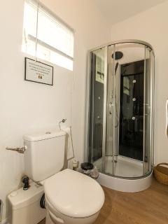 La Belle Grange d ouble bedroom en suite shower room