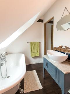 La Belle Grange master bedroom en suite bathroom