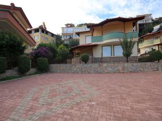 3 Bedroom villa overlooking the beach in Alanya