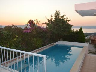 Bay View Villa II in Crete with swimming pool, Kalyves