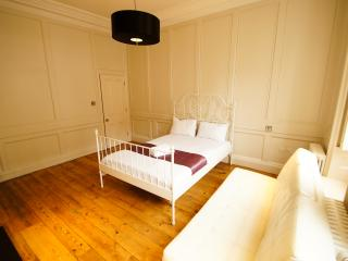 Luxurious 4 Bedroom Apartment in Covent Garden, London