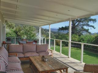 Beautiful family-friendly mountain-side home, Hout Bay