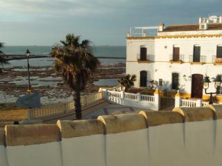 maison de village face a la mer et petite plage, Chipiona