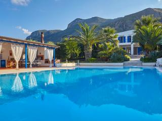 Casa Blu with pool. Paradise between sky and sea, Trabia
