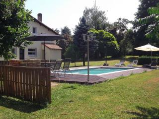 Spacious detached 5 bed house with private pool, Chalais