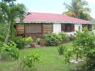 House 3 bedrooms, private pool - 8 min beaches, Sainte-Anne