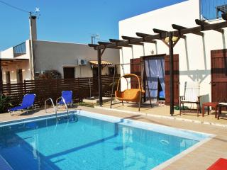 Cosy Villa with private pool in Chania, Kolymbari