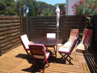 2 pieces climatise, grande terrasse,300m/mer