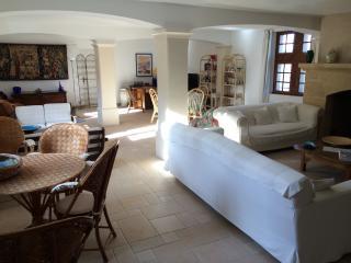 MAISON DE STANDING AVEC PISCINE ET POOL HOUSE