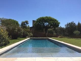 Maison de village unique avec piscine sur parc