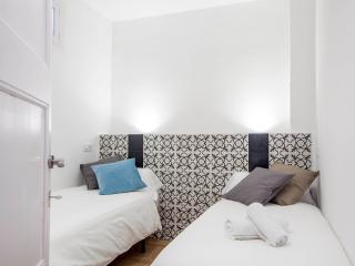 Quiet 3 bedroom balcony Poble Sec, Barcelona