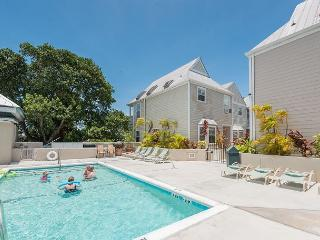 Casa Bonita- Luxury Duval St. Condo w/ Shared Pool & Balcony, Key West