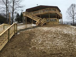 Beautifully Wooded Cabin Rental, Logan