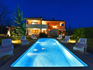 Country villa with pool near Labin in Istria, Nedescina