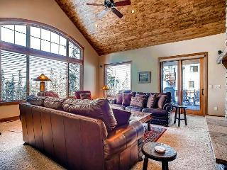 Spacious and Modern Luxury Duplex with Private Hot Tub located on Baldy
