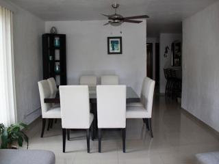 Dinning room with 8 seats