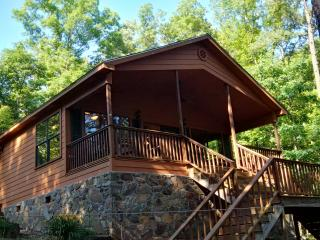 Lakefront Cabin with swimming, fishing and boating