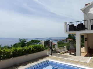 Villa Tomasovic, stunning view and pool, Podstrana