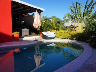 Maison récente avec piscine à 3 mn du lagon