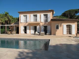 Newly refurbished five bed Villa close to beach., Grimaud