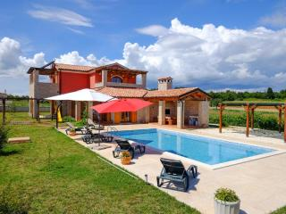Villa Irena, Rebici