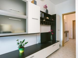 5 people, 3min to beach, AC, free parking, Trogir