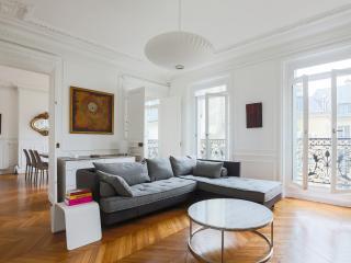 One Fine Stay - Rue des Saints-Pères III apartment, Paris