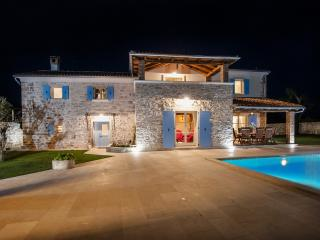 Luxurious Villa Tomani with Swimming Pool and BBQ