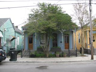 Everything at your doorstep! Great food,music,shop, New Orleans
