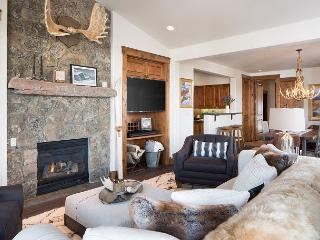 Ski in Ski out to Snow King from this Luxurious slopeside Grandview condo, Jackson