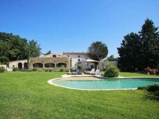 Gorgeous 5 Bedroom Villa in The Center of Luberon, Lacoste