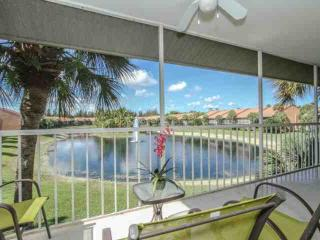 Falling Waters- 2BR/2BA; Largest Resort Style Swimming Pool in Naples!, Napels
