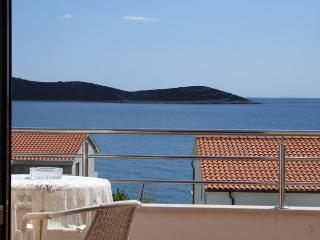 App SEVID(2+2), sea-view, close beach, TROGIR area, Sevid