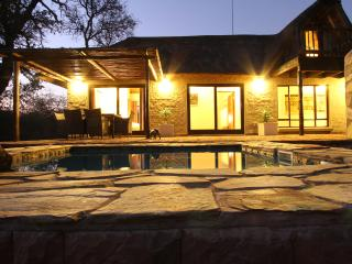 Giraffe Lodge, holiday home near Kruger Park, Hoedspruit