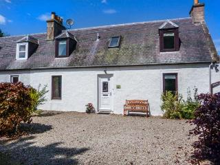 DESKFORD COTTAGE, woodburning stove, enclosed garden, close to coast, Nairn