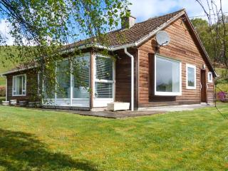FRONTHILL detached wooden cottage, stunning views, pet-friendly, garden, WiFi, Newtonmore Ref 929475