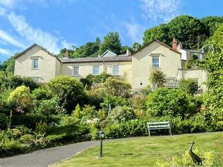 DRIFTWOOD, first floor, romantic base with WiFi, sea views, delightful apartment in Lynton, Ref. 933735