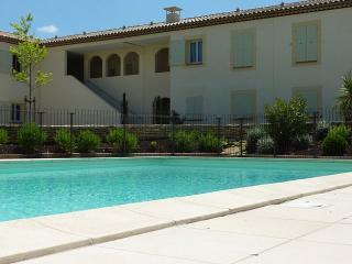Très bel Appartement avec piscine face aux alpille, St-Rémy-de-Provence