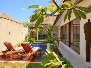 Luxury and ethnic 2 bedrooms villa in seminyak, Legian