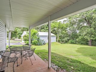 4BR Lampe House w/Covered Patio & Huge Backyard