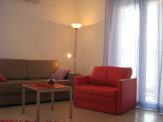 RELAXING APARTMENT , BEACH 2 MINUTES, Hvar