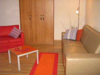 Sweet apartment , beach 2 minutes, Hvar