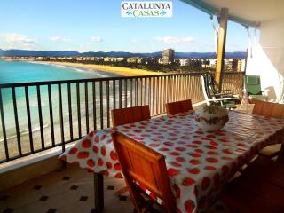 Beachside penthouse in Salou for 12 people, just a few steps from beautiful beaches!