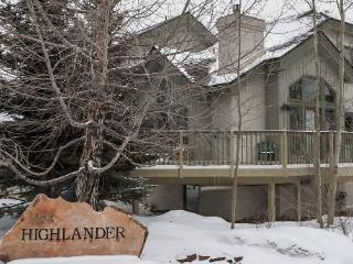 Highlander Townhome Retreat-Private Deck & Hot Tub