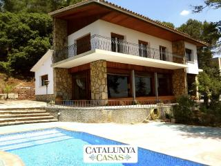 Traditional 5-bedroom Catalan villa in Sant Feliu, just a short drive from the beaches and Barcelona, Castellar del Valles