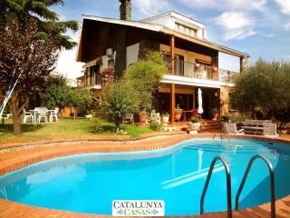 Majestic Villa Barbara, just 15km from Barcelona and 200m from the train!