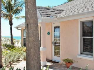 Beachfront cottage*Step off patio to the sand!