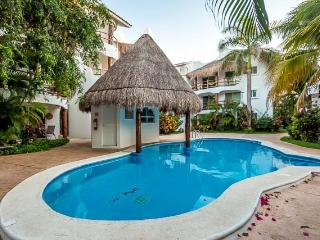 Casa Los Lirios - Gated Neighborhood, Convenient to Beaches and Downtown
